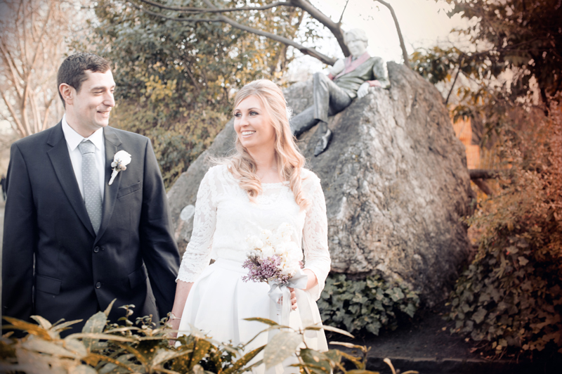 Wedding photo in Merrion Square Park Dublin