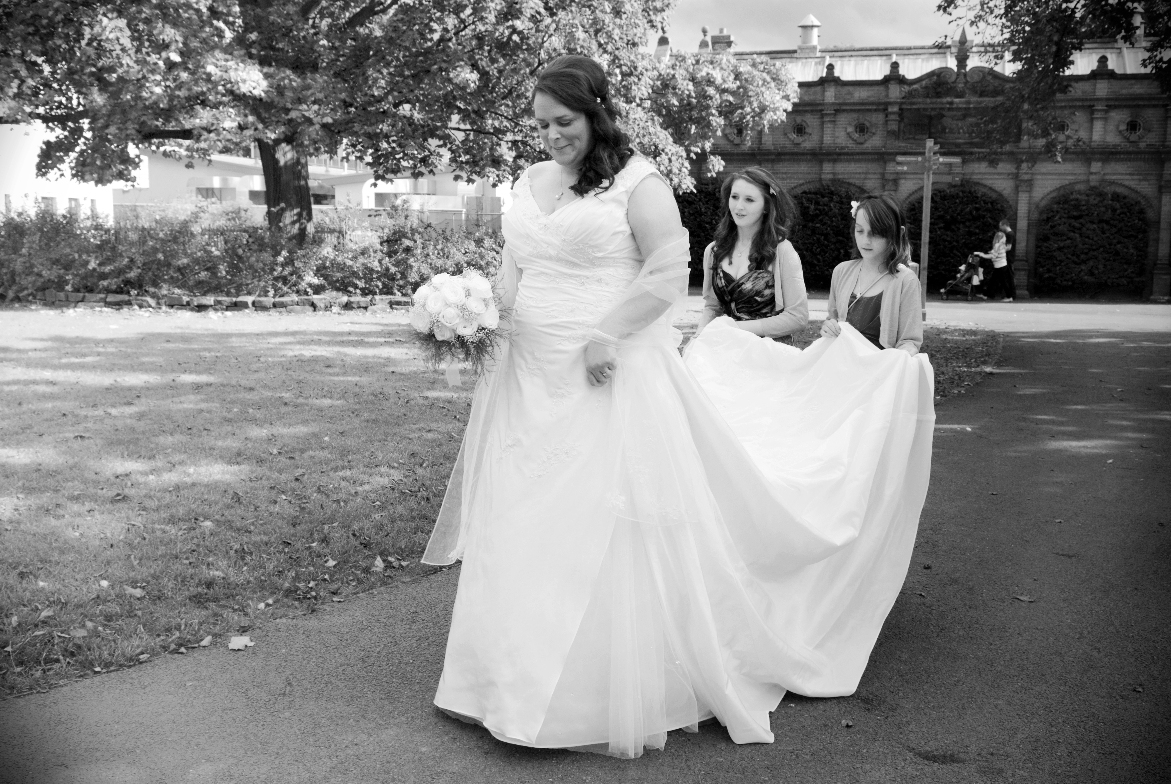 The bride arrives at Dublin Zoo for her Zoo Wedding ceremony