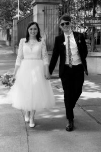 Registry Office Photography go the bride and groom arriving for their wedding ceremony